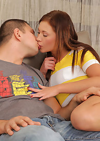 Hardcore amateur holds nothing back as she suck and fucks this lucky hunk